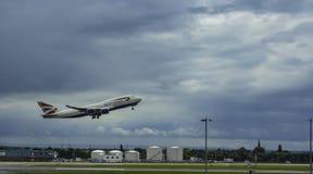 BA 747 που απογειώνεται Στοκ Φωτογραφία