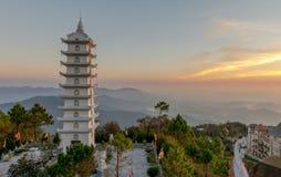 从Ba Na小山,岘港市越南2017年2月的好的山风景日落视图 免版税库存照片