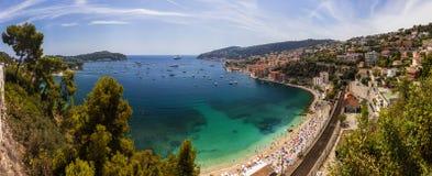 Baía de Villefranche-sur-Mer e de Cap Ferrat, d& x27 da costa; Azur, França Fotografia de Stock