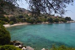 Baai in het groene overzees van Griekenland Royalty-vrije Stock Afbeeldingen