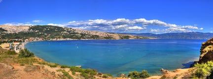 Baai van Baska - mooi lang strand Royalty-vrije Stock Fotografie