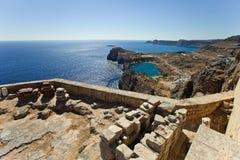 Baai van de Lindos-stad rhodos Griekenland stock afbeelding