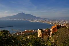 Baai van Napels en de Vesuvius Stock Afbeeldingen