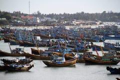 Baai van vissersboten in Vietnam Royalty-vrije Stock Foto's
