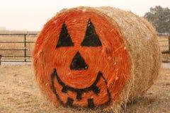 Baal van hooi met het gezicht van Halloween Royalty-vrije Stock Afbeeldingen