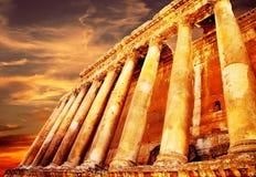 baalbek在s日落寺庙的木星黎巴嫩 免版税库存图片