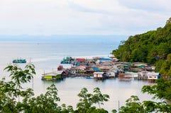 Baan AoYai沙拉口岸和渔村看法在酸值Kood海岛,泰国上 库存图片