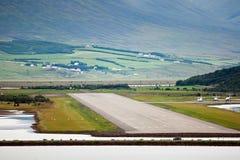 Baan bij luchthaven in Akureyri (IJsland) Stock Foto