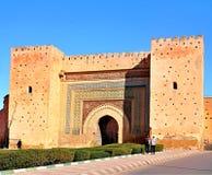 Bab Agnaou - är en av de nitton portarna av Marrakesh, Marocko Det byggdes i det 12th centrury i tiden av almohaden royaltyfri bild