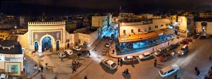 Bab Boujloud el巴厘岛Fes摩洛哥晚上全景  免版税库存照片