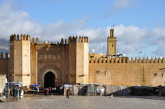 bab chorfa fes给摩洛哥装门 库存图片
