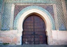 Bab Mansour Gate met indrukwekkende cerami die van het zellijmozaïek wordt verfraaid Stock Foto's