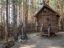 Baba Yagas Yard, Vergnügungspark 'Nelzha ', Voronezh-Region stockbild
