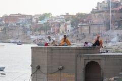 Babas chez le Ganga Ghat Photos libres de droits