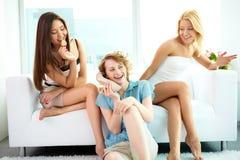 Babbelende meisjes Stock Foto's