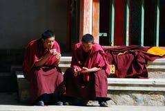 Babbelende monniken Stock Foto