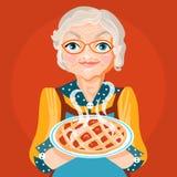 Babci babcia w pomarańczowej sukni i szkłach z gotującym, świeżym piec kulebiakiem, ilustracja wektor