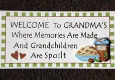 babci s signage powitanie obrazy royalty free