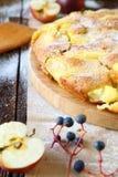 Babcia jabłczany kulebiak z masłem Zdjęcia Stock