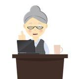 Babcia pracuje na jej laptopie Obraz Stock