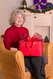 Babcia prezenta pudełka boże narodzenia Obrazy Royalty Free