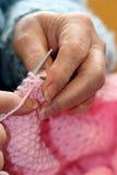 babcia robi na drutach. Obrazy Royalty Free