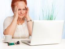 Babcia wprawiać w zakłopotanie zdjęcia stock