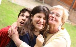 Babcia z wnuka cuddle zamkniętą up fotografią zdjęcia royalty free