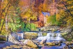 Babcock Nationalpark, West Virginia, USA an der Lichtungs-Nebenfluss-Mahlgut-M?hle stockfotos