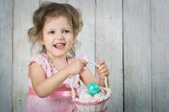 Babe με τα αυγά Πάσχας στοκ εικόνα με δικαίωμα ελεύθερης χρήσης