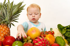 Babe with fruits and vegetables Royalty Free Stock Images