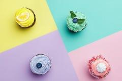 Babeczka desery Na Kolorowym tle Obraz Stock