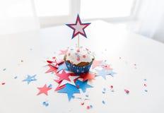 Babeczka z gwiazdą na amerykańskim dniu niepodległości obraz royalty free