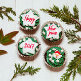 Babeczka z nowy rok wiadomością Fotografia Stock