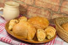 Babeczka z serowymi i chlebowymi rolkami Zdjęcie Stock
