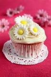 Babeczka z kwiatami Zdjęcie Royalty Free
