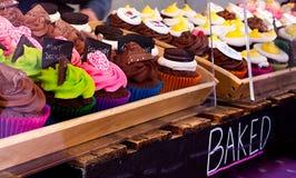 Babeczki na ulicznego rynku kramu Fotografia Royalty Free