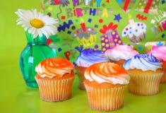 babeczki urodzinowa. zdjęcie stock