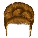 Babette dos cabelos com cores louras da trança estilo na moda da beleza da forma das mulheres ruivo retro da luz do penteado Fotografia de Stock Royalty Free