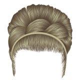 Babette dos cabelos com cores louras da trança fashio na moda das mulheres Imagem de Stock Royalty Free