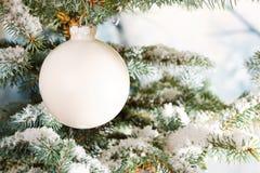 Babiole en verre blanche de Noël Photo libre de droits