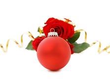 Babiole et roses rouges de Noël Images stock