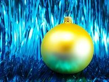 Babiole jaune de Noël images stock