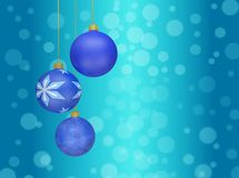 Babioles de boule de Noël accrochant contre Bokeh Photos stock