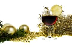 Babioles et vin de Noël d'or Photo libre de droits