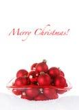 Babioles rouges de Joyeux Noël dans la cuvette en verre avec Sno Photographie stock