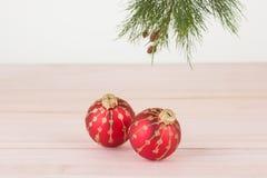 Babioles rouges de Noël en gros plan Photographie stock libre de droits