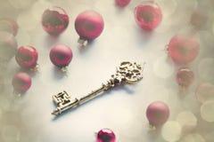 Babioles rouges de Noël et touche fonctions étendues Image stock