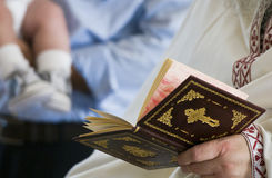 Babtism läs- böner Fotografering för Bildbyråer