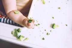 Baby& x27; еда s первого, который нужно подать стоковые изображения rf